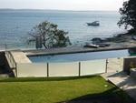 стъклена ограда за басейни