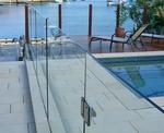 изграждане на ограда от стъкло за басейн
