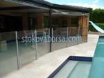 изграждане на стъклени огради за басейн
