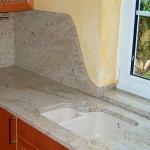 Кухненски плот - готово изделие, изработено от гранит