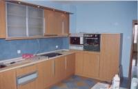 Кухня от дърво и инокс