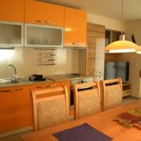 Мебели за кухня в топли тонове