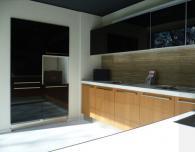 Модерна ъглова кухня
