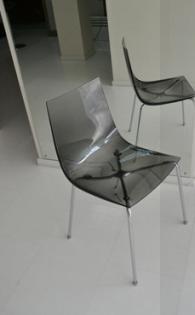 Трапезен стол с метална основа