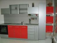 Малка кухня в сиво и червено