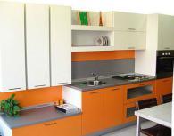 Модерни кухненски мебели в оранжево