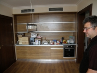 Кафява ламинирана кухня