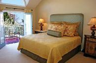 Спални и легла с тапицирани табли фирма