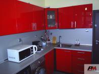 Кухня в червен МДФ гланц
