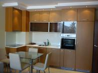 Кухня цвят череша светла