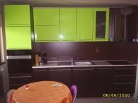 Кухня с зелен МДФ