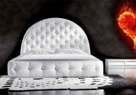 Тапицирана в бяло спалня