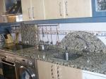 Заоблен кухненски плот от мрамор