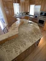 Заоблен кухненски плот - готово изделие, изработено от мрамор