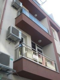 Парапет за сгради от зелено стъкло