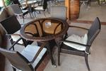 Модерни маси и столове от ратан за интериор