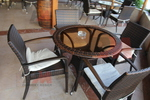 Удобни маси и столове от ратан за интериор