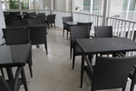 Маси и столове от ратан,придаващи стил и комфорт на всеки плаж