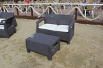 Мебели маси и столове от ратан за море