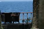 Екзотични маси и столове от ратан за море