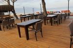 Модерни маси и столове от ратан за море