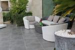 Издръжливи маси и столове от бял ратан