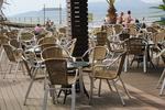 Издръжливи маси и столове от ратан за море