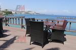Стилни маси и столове от ратан за море
