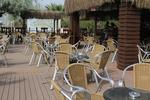 Качествени маси и столове от ратан за море