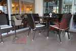 Маси и столове от ратан,придаващи стил и комфорт на всеки басейн