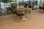 Луксозни маси и столове ратан за заведения