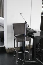 Елегантни и удобни бар столове от ратан за заведения