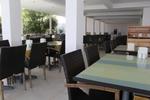 Мебели маси и столове от ратан за хотел