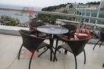 Елегантни маси и столове ратан за лятно заведение