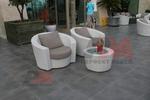 Обзавеждане с маси и столове от евтин ратан