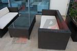 Мебели маси и столове от черен ратан