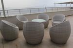 Маси и столове от ратан бежови