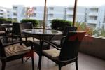 Комфортни и стилни маси и столове от ратан за хотел