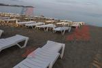 Устойчиви шезлонги за малък плаж