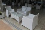 Красиви маси и столове от бял ратан