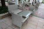 Обзавеждане с маси и столове ратан за кафене