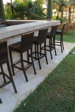 Издръжливи бар столове от ратан за заведения