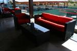 Елегантни и удобни маси и столове от ратан за лятни заведения