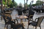 Екзотични маси и столове от ратан за басейн