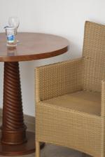 Луксозни маси и столове от ратан за басейн