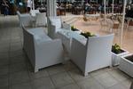 Модерни маси и столове от бял ратан