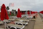 Модерни плажни шезлонги за басейни