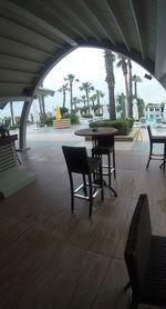 Комфортни и стилни бар столове от ратан за заведения