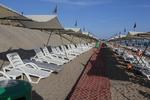 Качествени шезлонги за голям плаж