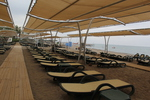 Дизайнерски шезлонги за голям плаж